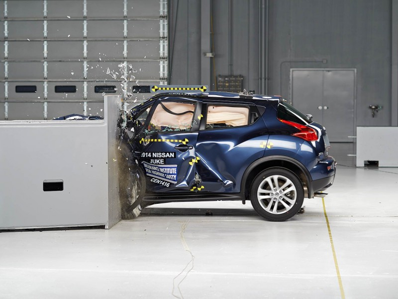 2014 Nissan Juke Small Overlap Crash Test